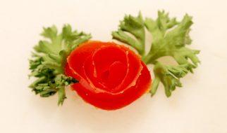 Cách tỉa cà chua thành hoa hồng