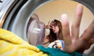 Máy giặt cửa trước bốc mùi hôi