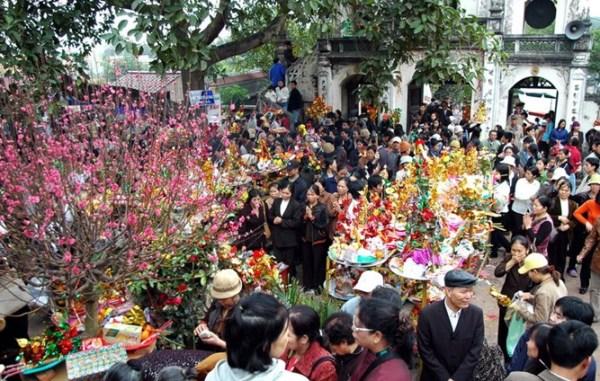 Đi chùa cầu may đầu năm